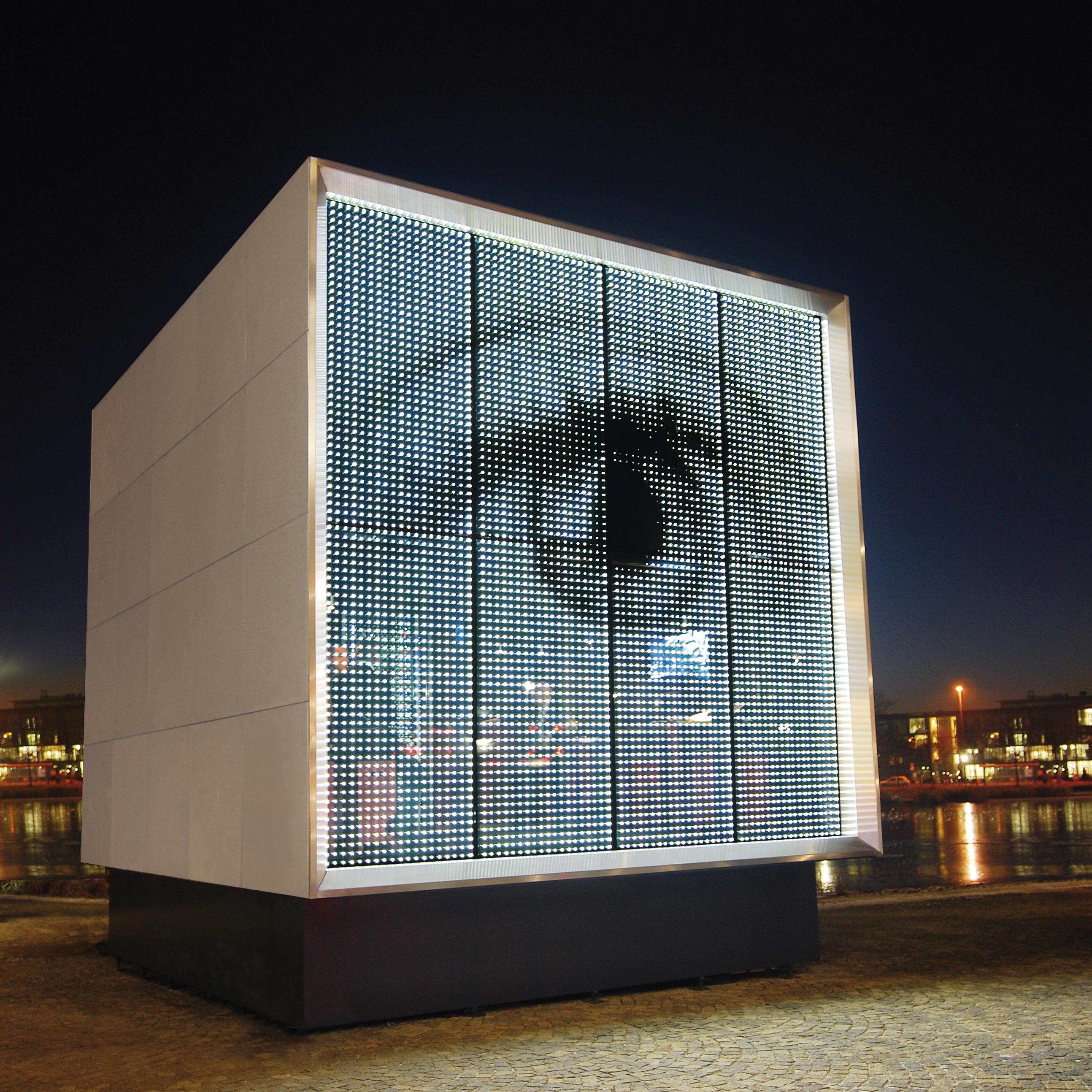 Powerglass 174 Media Facade Cube Peter Platz Spezialglas