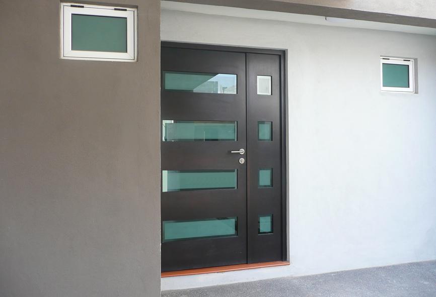 Puertas principales condocasa cantera doors archello for Fotos de puertas metalicas modernas
