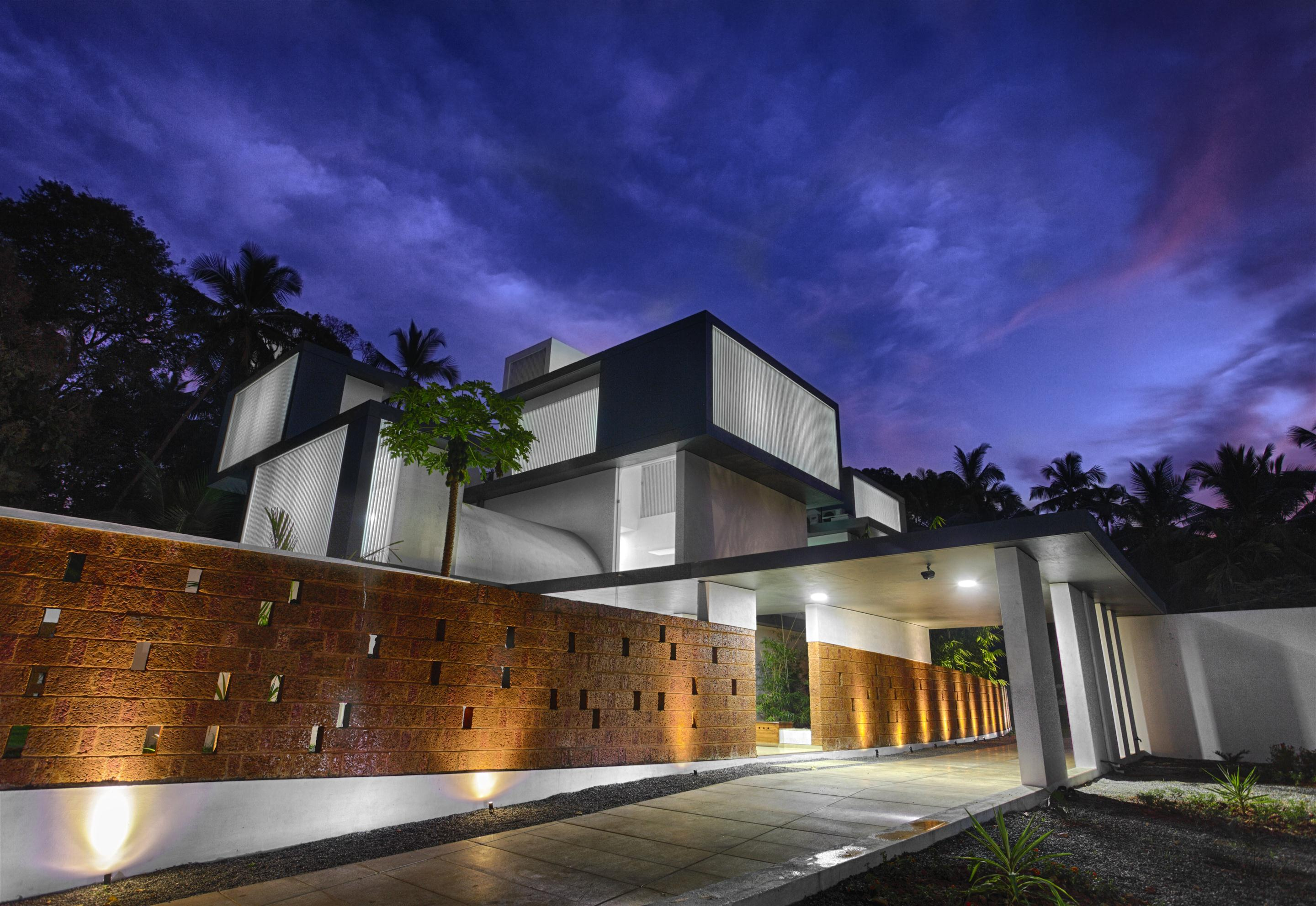 The running wall residence lijo archello for Exterior wall designs indian houses