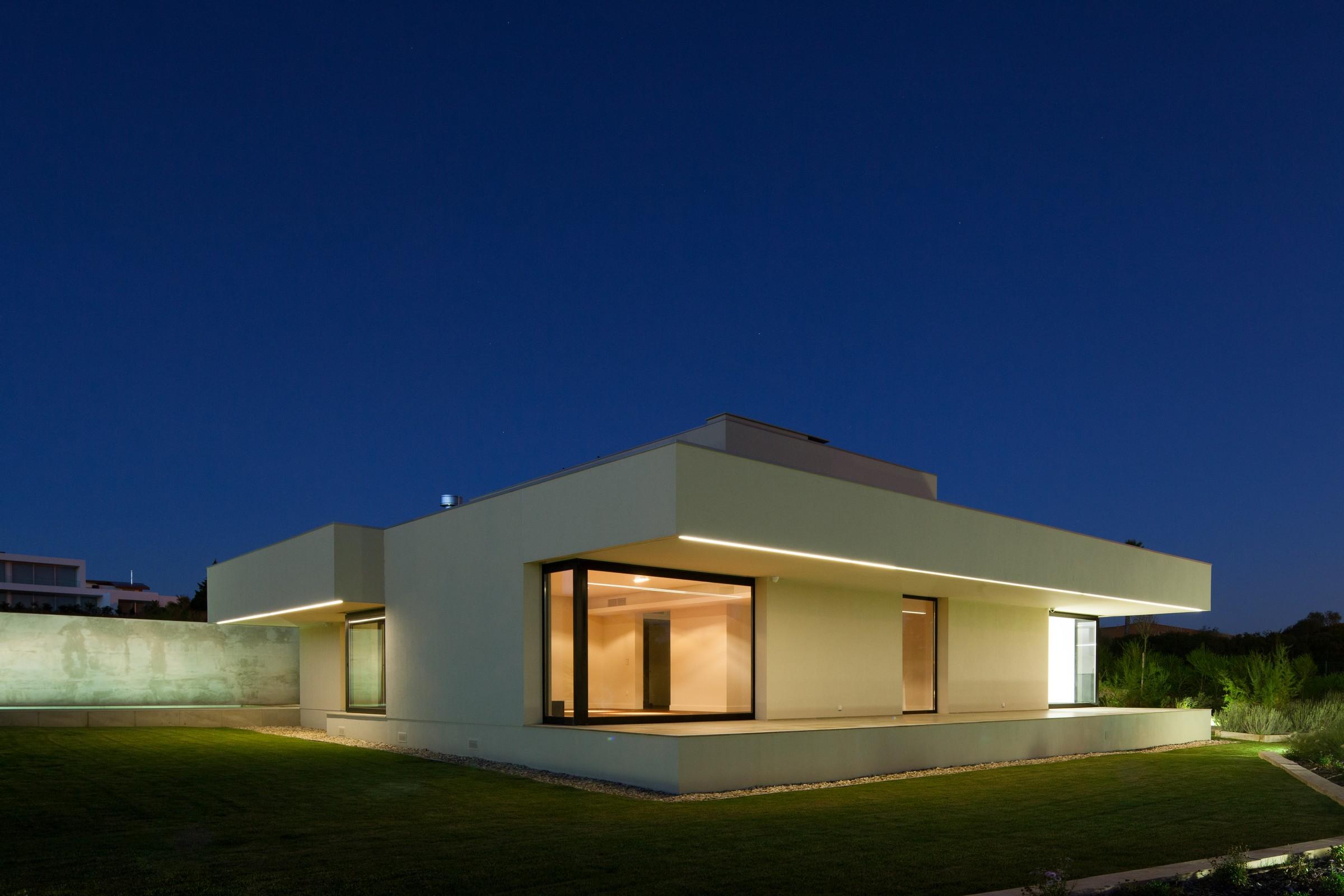 A Single House in Belas