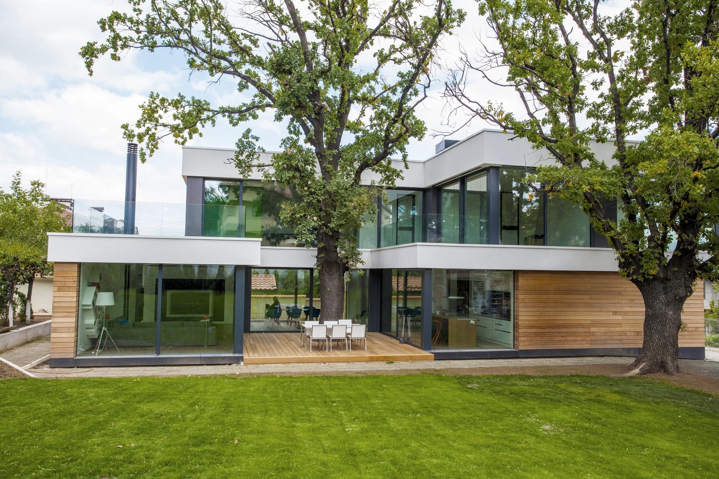 2 Oaks House