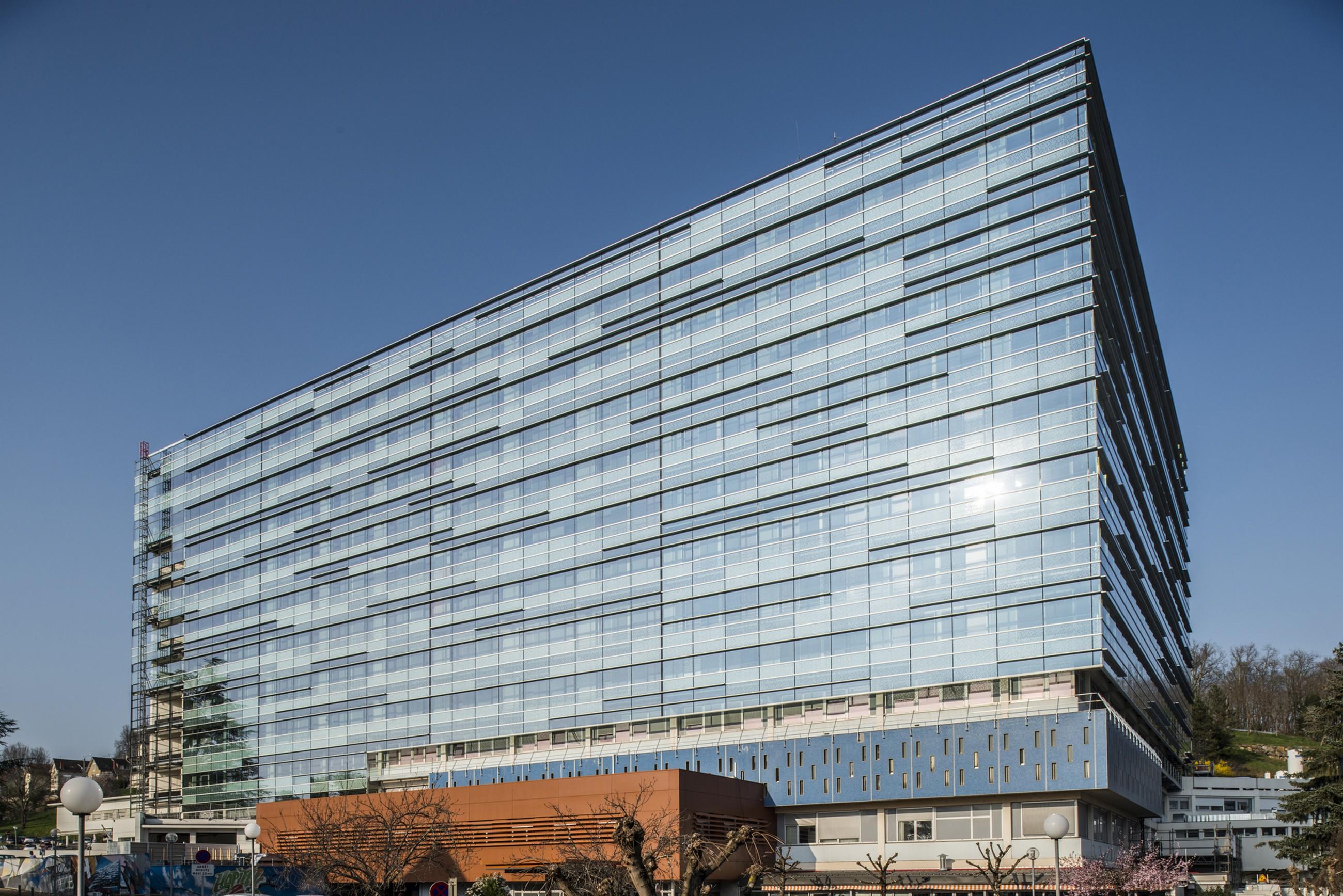double skin facade renovation at brive la gaillarde 39 s hospital espagno milani architectes. Black Bedroom Furniture Sets. Home Design Ideas
