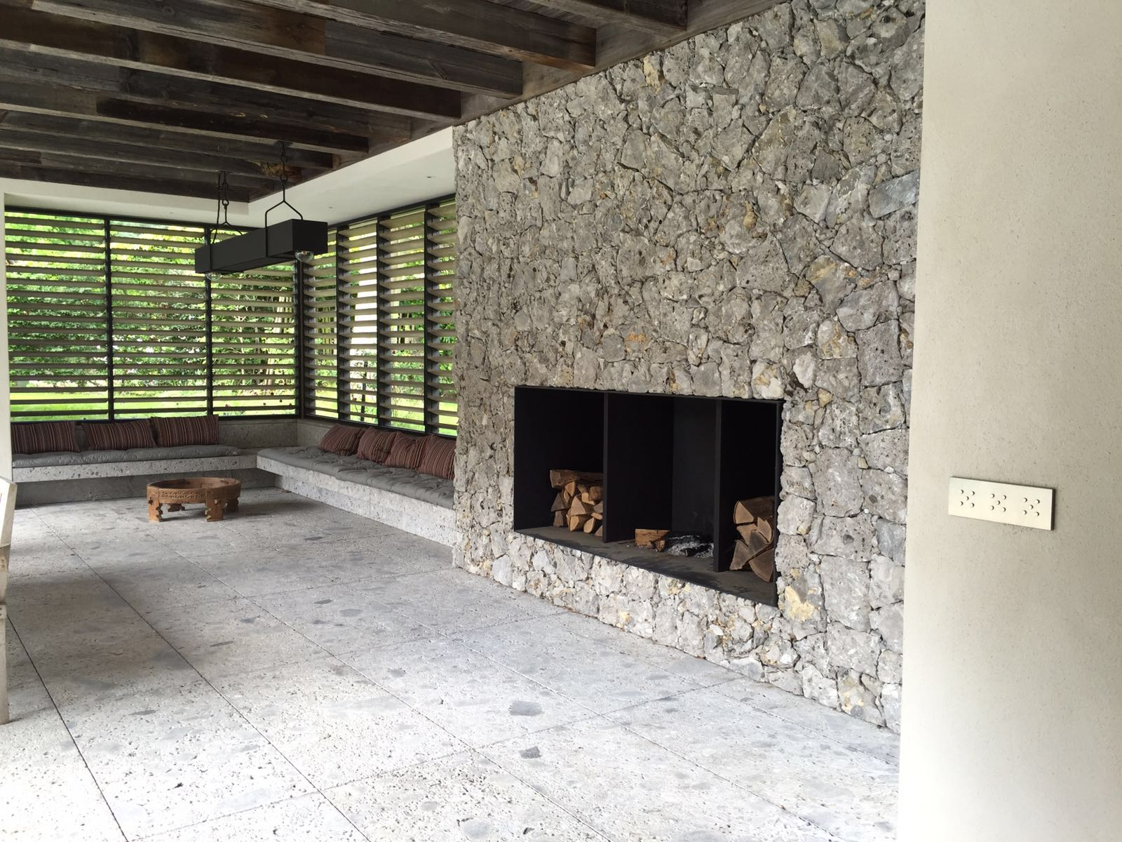Livinshades en livinshutters by carpentier hardwood solutions