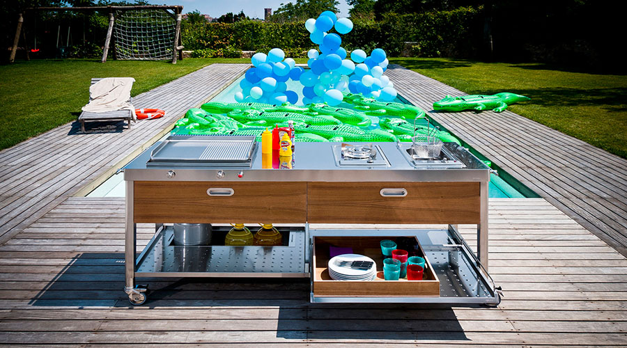 Outdoor kitchens and barbecues