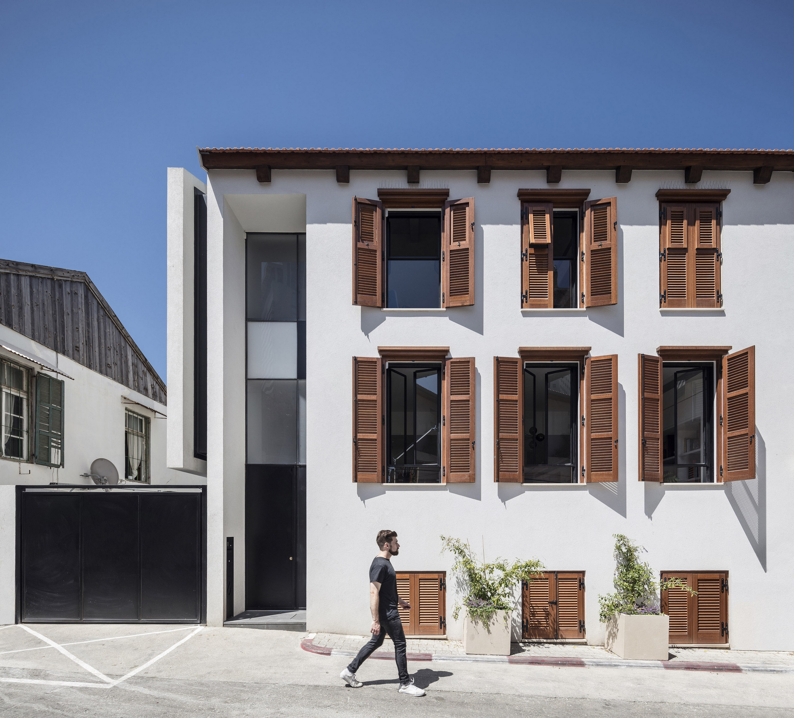 The Charm Townhouse - Street facade