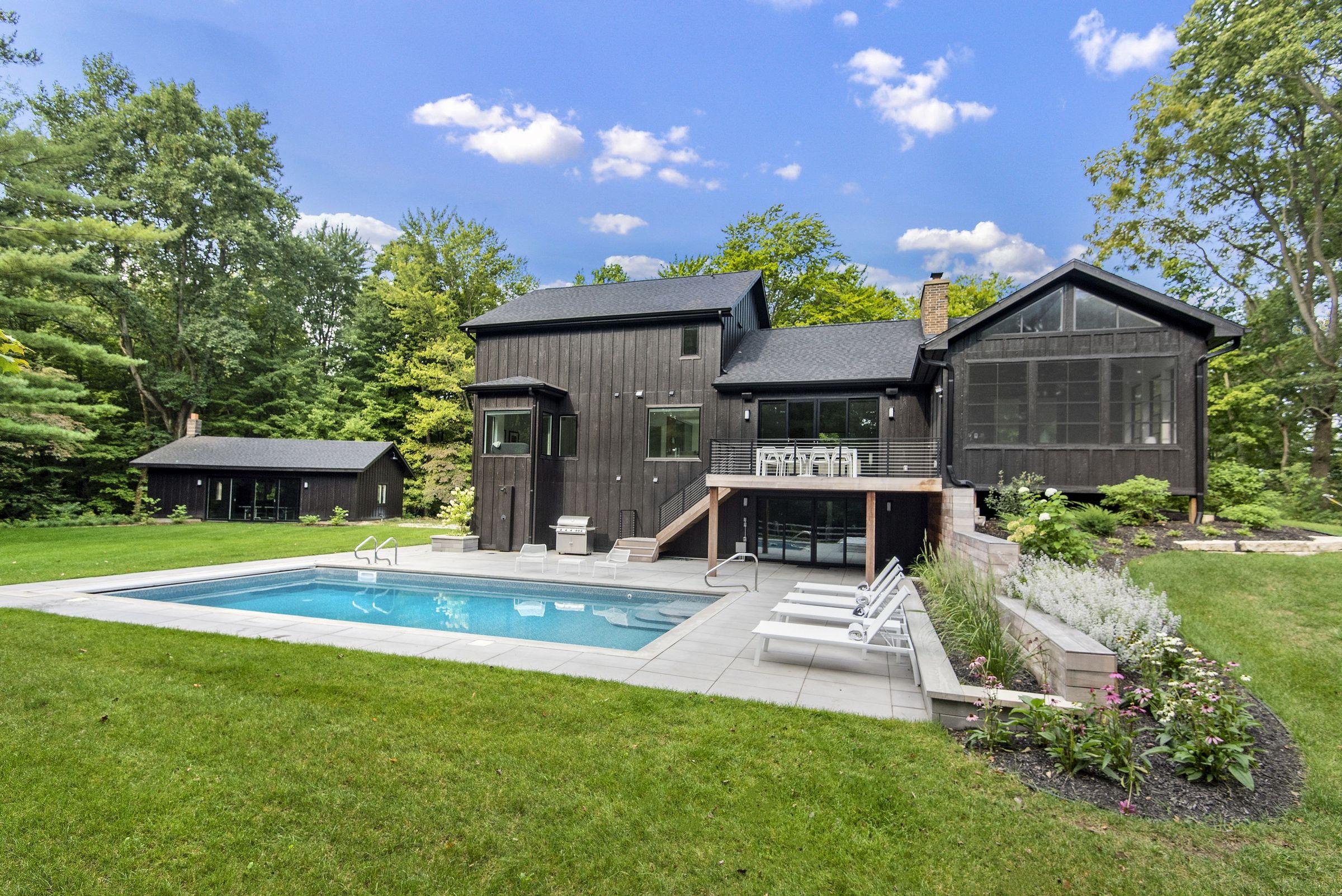 Black Modern Farmhouse Linc Thelen Design Medios De Comunicacion Fotos Y Videos 2 Archello