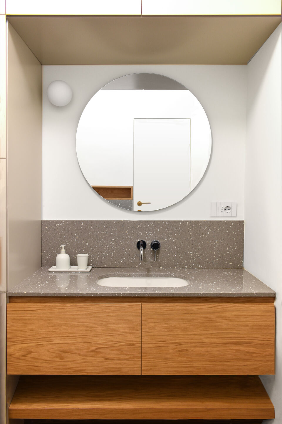 guest bathroom: the composition is essential, along with the characteristics of the materials
