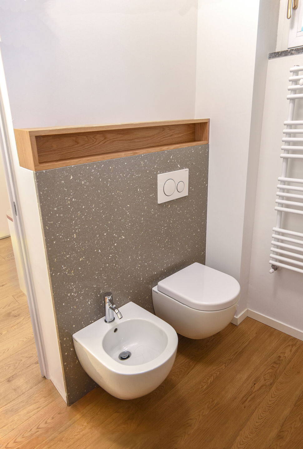 sanitary wall with a small space, only good projects can take advantages from it