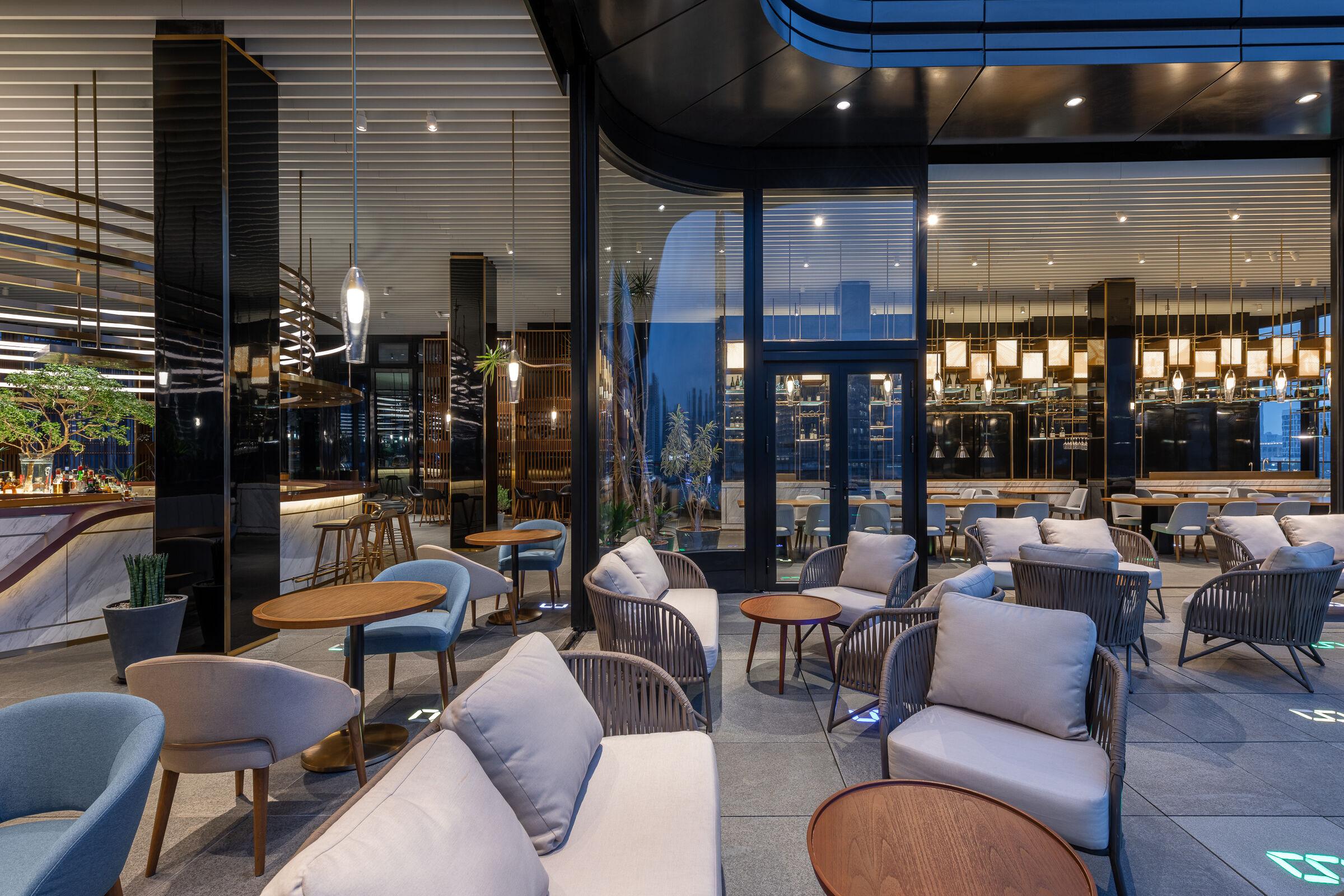 12-dialogue between outdoor terrace and indoor seats-室外平台与室内空间的对话.jpg