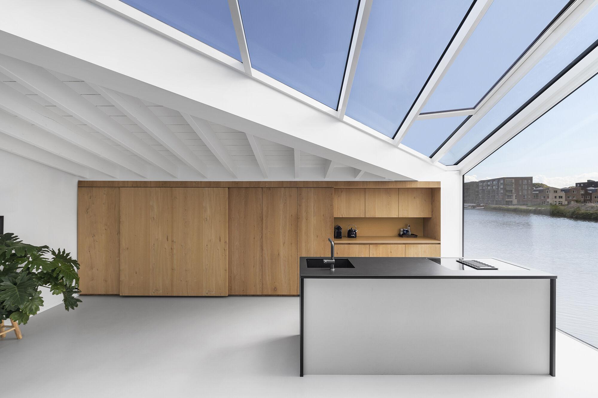 houseboat-cover.jpg