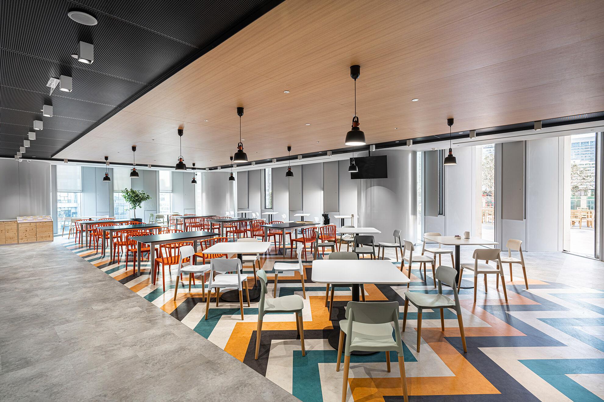 Vanke_Modern office interior design by Space Matrix