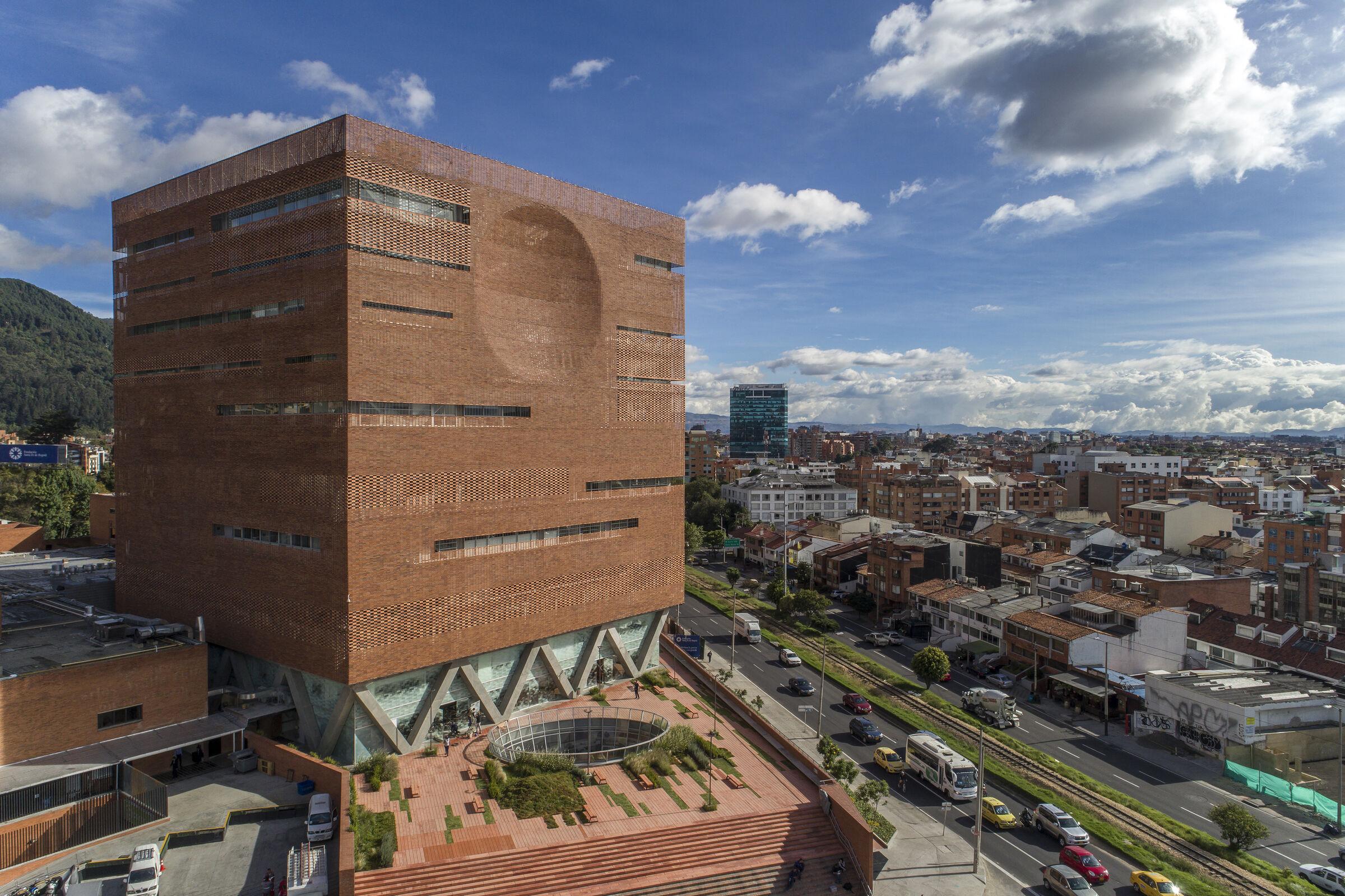 Expansion of the University Hospital of the Santa Fe de Bogotá Foundation_Columbia_El Equipo Mazzanti_Giancarlo Mazzanti_photograph by Alejandro Arango.jpg
